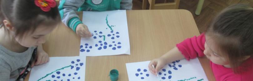Занятия по рисованию на тему «Цветы для мамы» в средних группах ДОУ