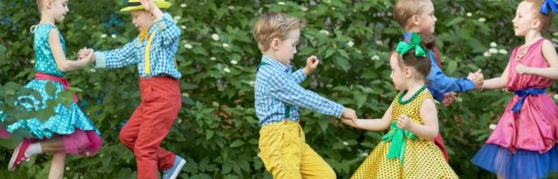 «Повторяй за мной» — танцы-игры под музыку для детей от года до 5 лет