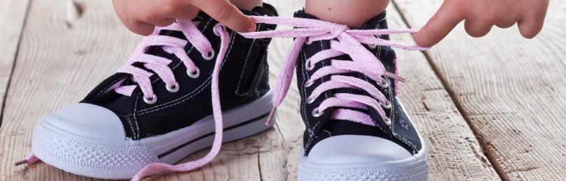 Как быстро научить завязывать шнурки детям «бантиком»