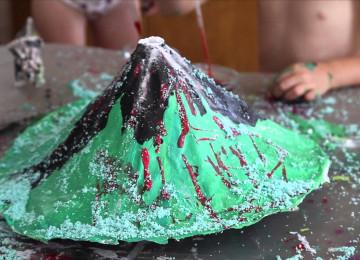 Как сделать вулкан из соды и уксуса вместе с ребенком