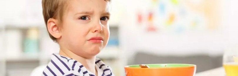 Как приучить ребенка есть самостоятельно?