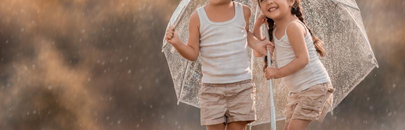 То жара, то ливень, то ветер… А как одеть ребенка в такую погоду?