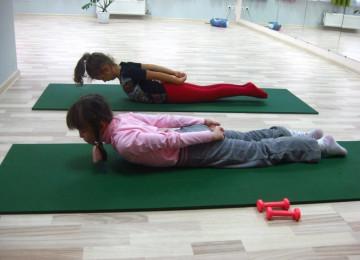 Комплекс упражнений при сколиозе позвоночника у детей