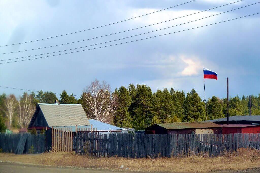 Флаг России на даче