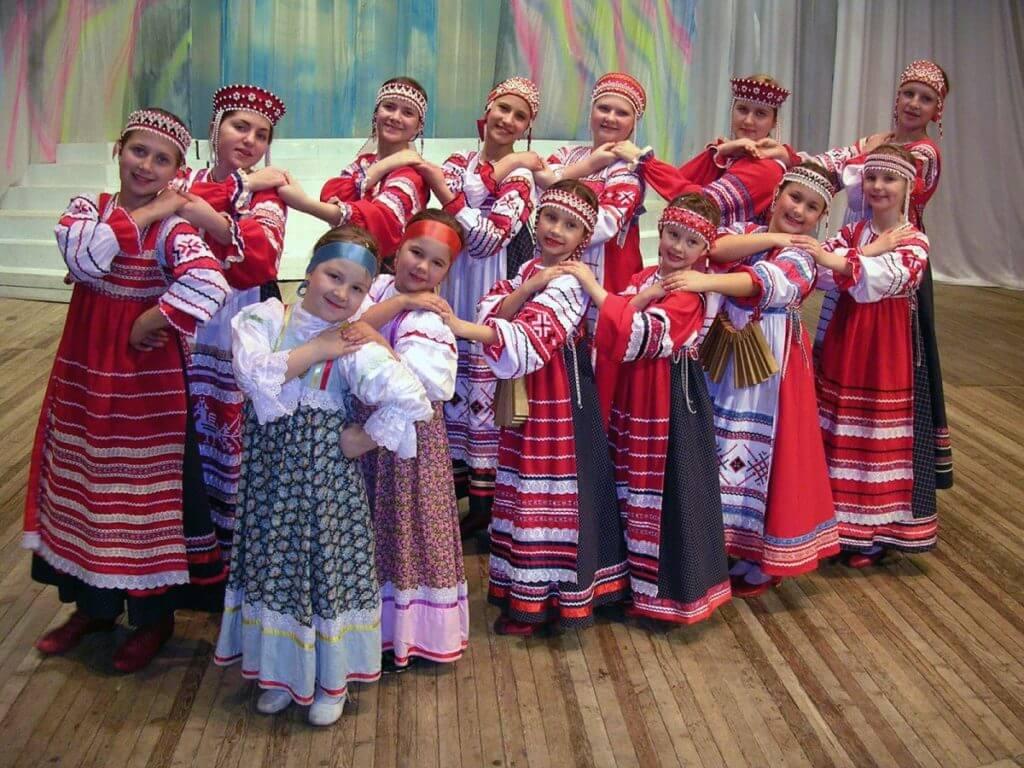 Девочки в русских народных костюмах