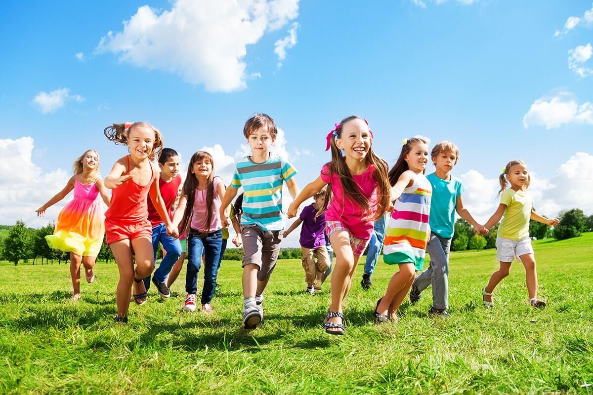 Здоровые счастливые дети