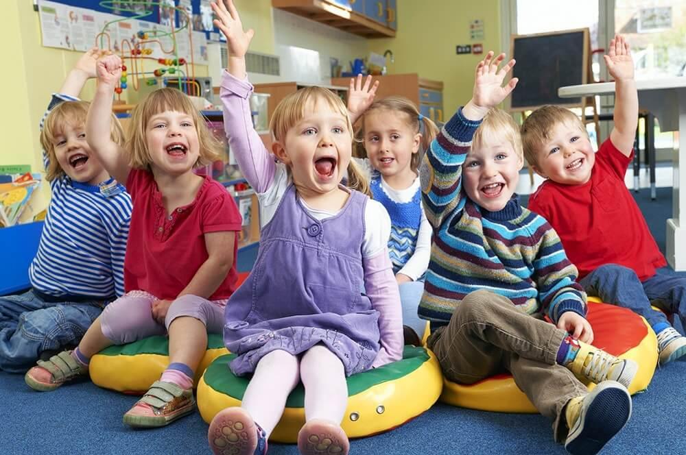Дети играют в детском саду