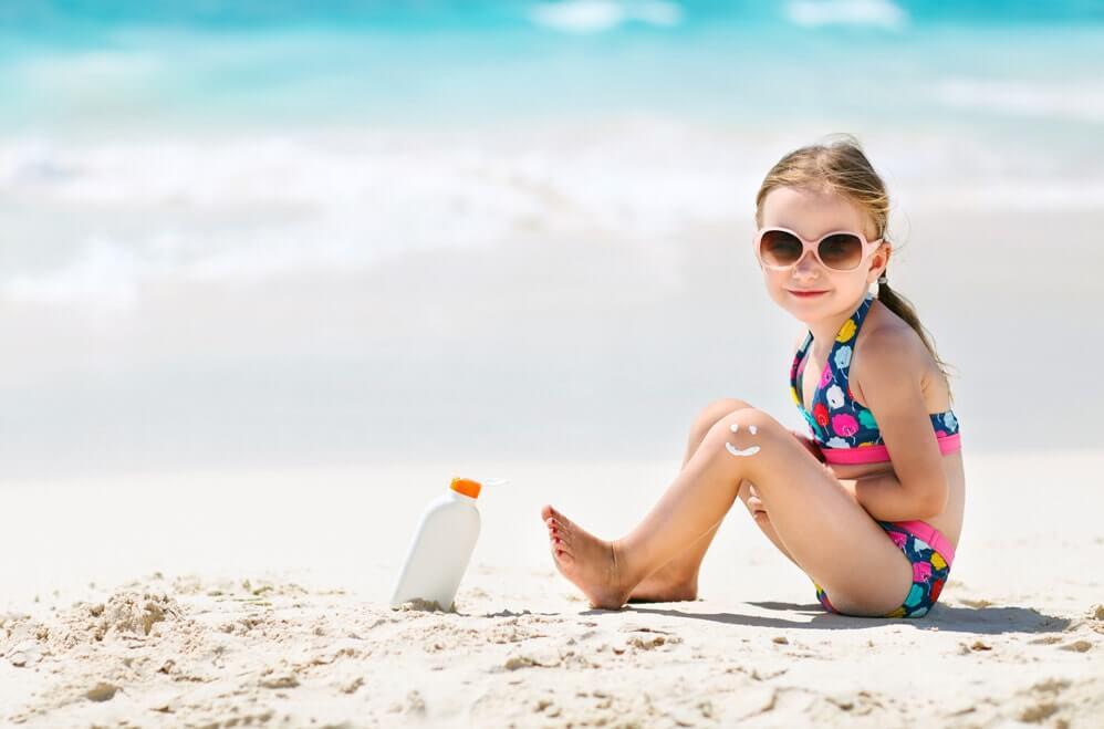 Солнечные ванны на пляже