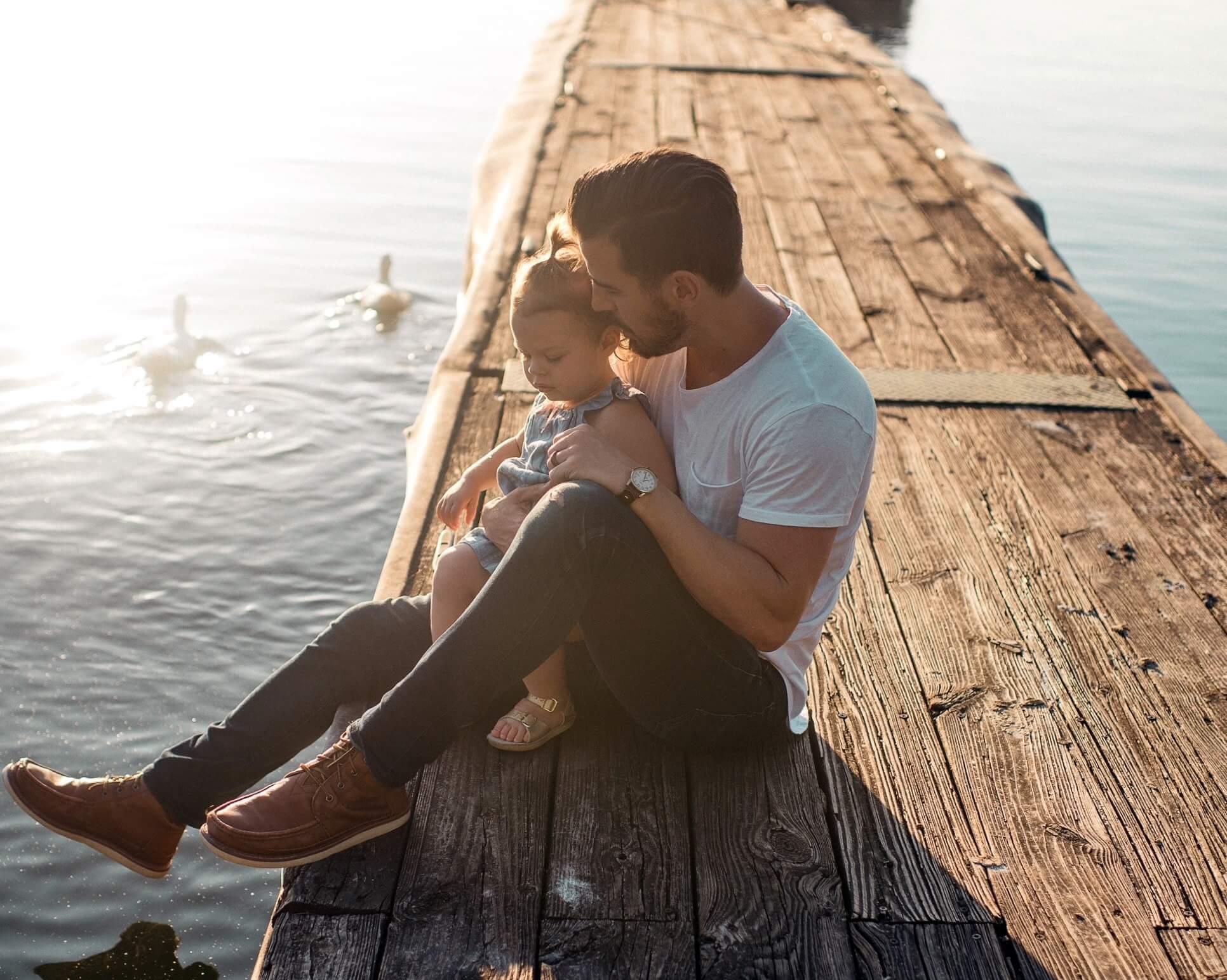 Папа с дочкой, семья на природе