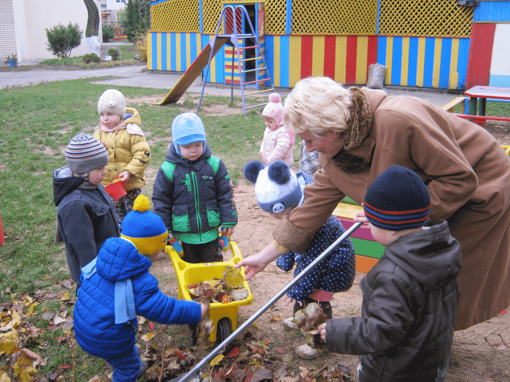 Уборка территории детского сада
