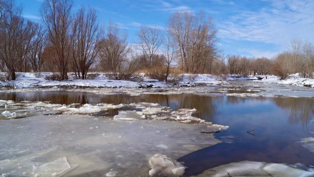 Тонкий весенний лед