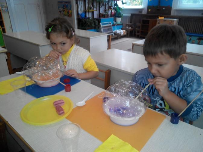 Опыты с мыльными пузырями и водой