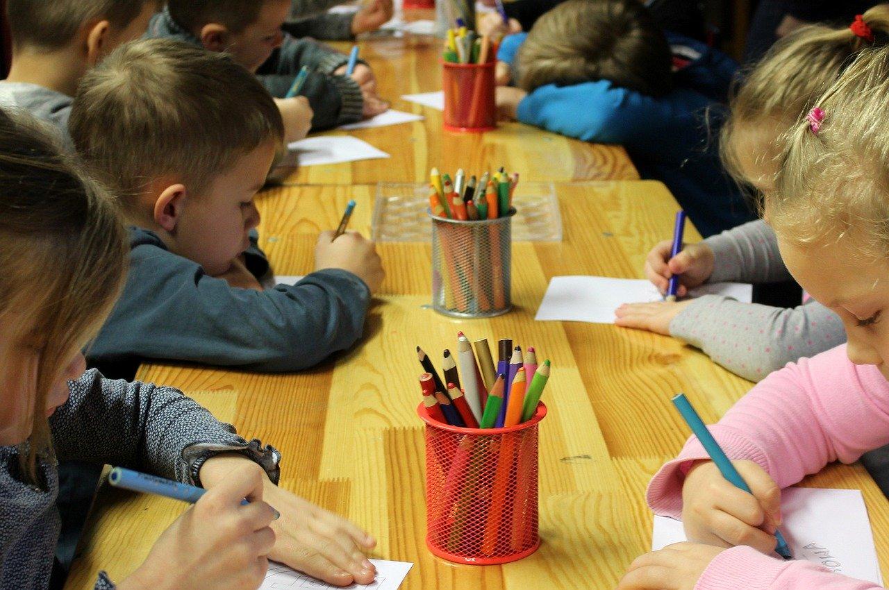 Дети на занятиях в ДОУ